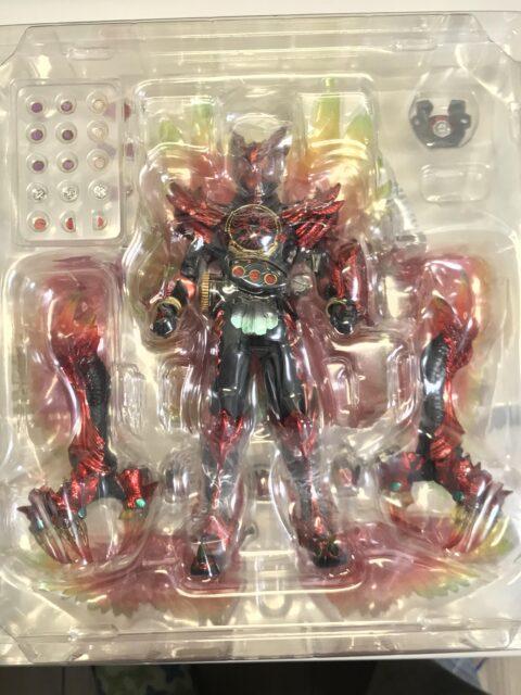 12eckix-480x640 ワイ、1万3000円の仮面ライダーのフィギュアを買って大はしゃぎ